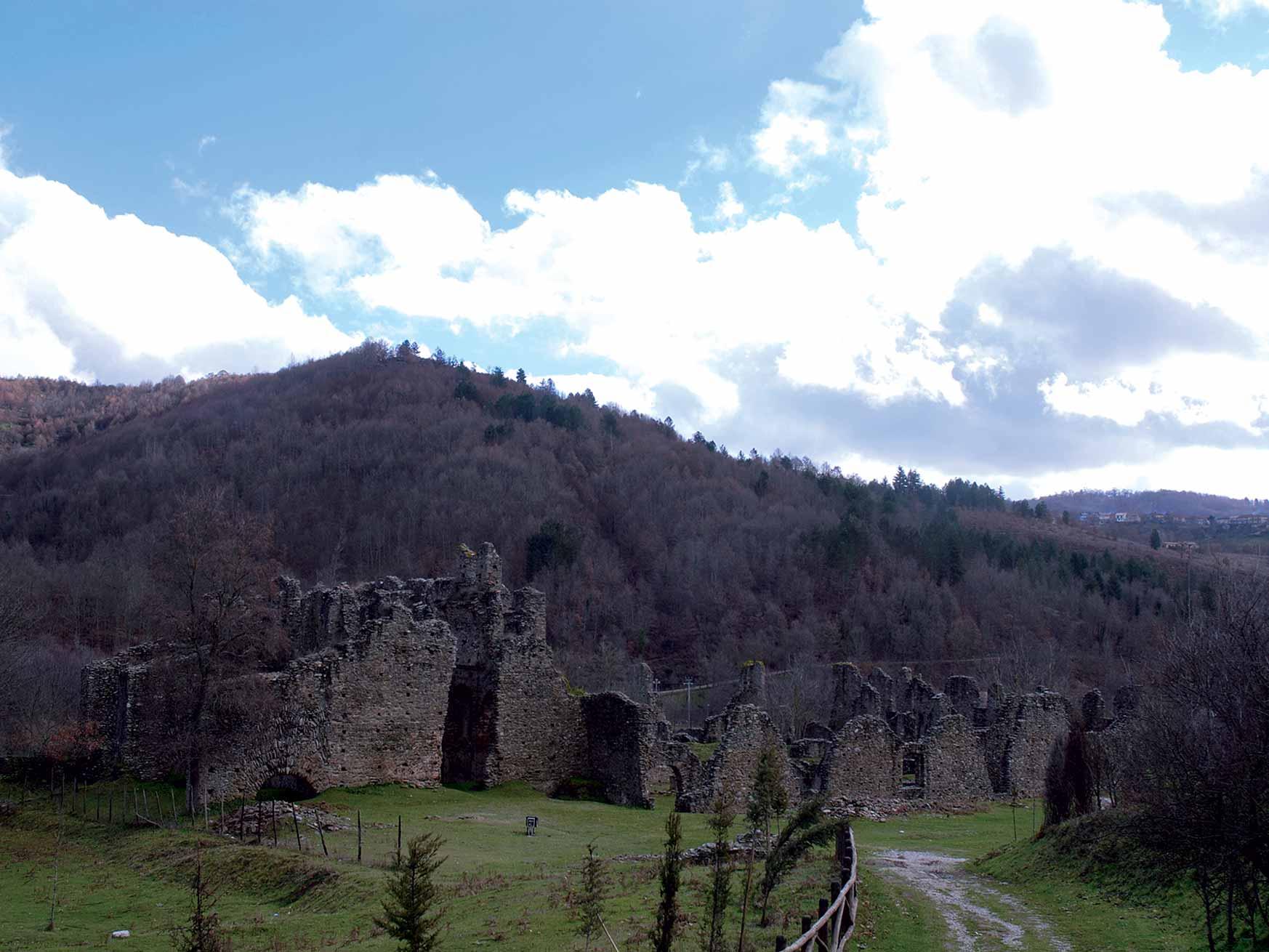 Dall'Abbazia di Corazzo  a Monte Eremita